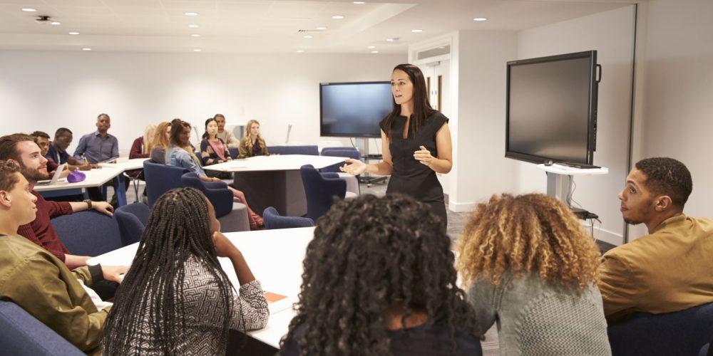 female-teacher-addressing-university-students-in-PUNGHRW-e1537228301735-1000x500
